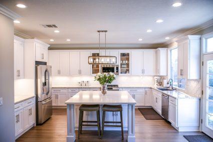 Kun je marmeren tafels makkelijk matchen met andere meubels?